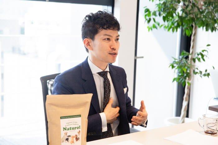 ナチュロルドッグフードのメーカーインタビュー、楽しい製薬株式会社代表の森川健司さん