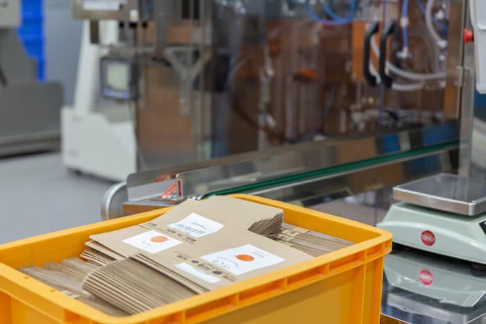馬肉自然づくりドッグフードの製造工場のパッケージ